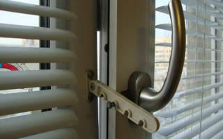 Заклинило пластиковое окно в режиме проветривания