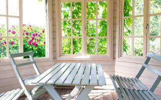 Обычные деревянные окна со стеклом